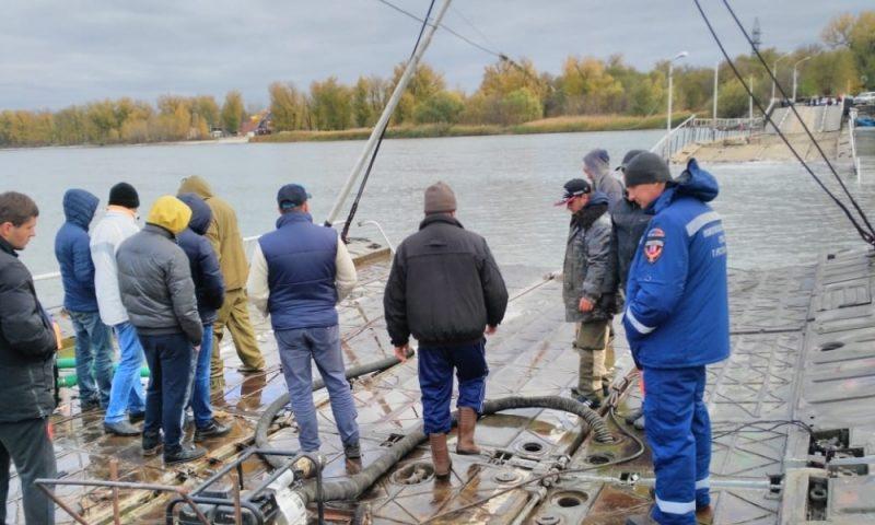 В Ростове-на-Дону затонул мост, ведущий к Зеленому острову