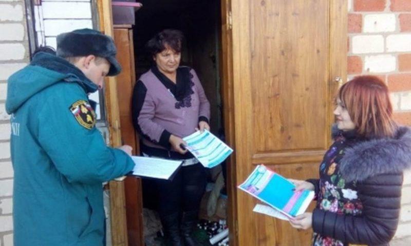 Сотрудники МЧС и ВДПО  Ростовской области проводят подворовые обходы и рейды по неблагополучным семьям