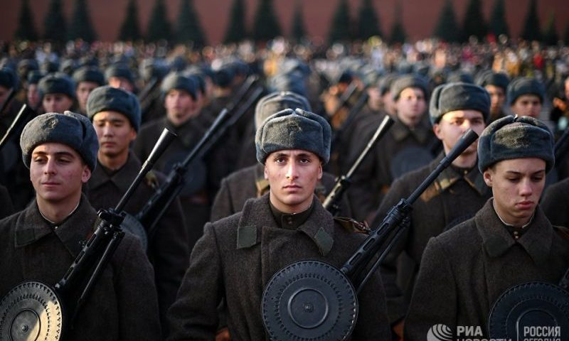 Торжественный марш в честь 77-летия годовщины парада 7 ноября 1941 года прошел на Красной площади в Москве