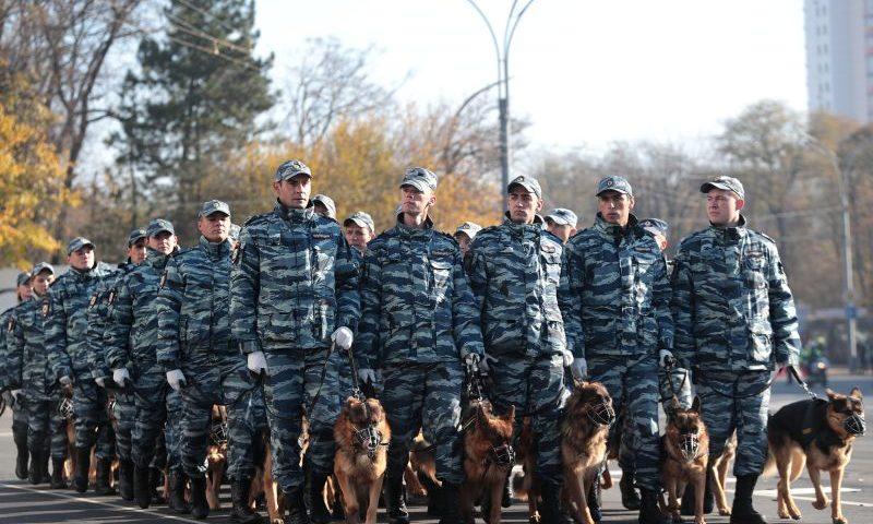 Губернатор Ростовской области  Василий Голубев поприветствовал участников парада полиции