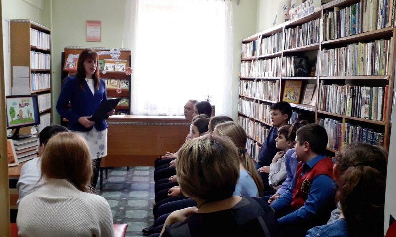 Сотрудники библиотеки им.М.Горького  провели праздники для детей, посвященные Дню матери