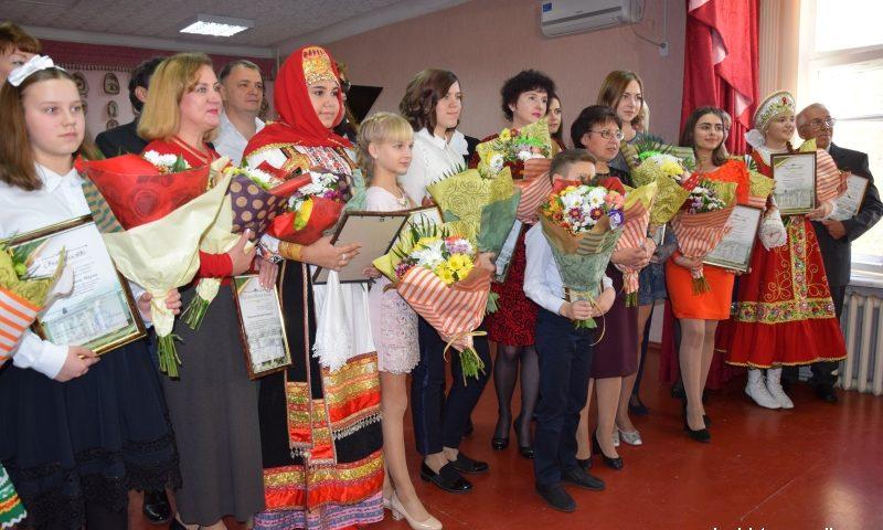 Десяти учащимся Школы искусств г.Шахты вручены свидетельства на получение именных стипендий