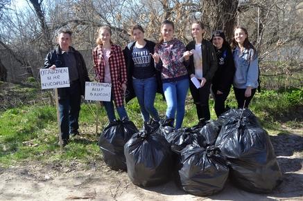 Волонтеры Дона убрали с берегов водоемов почти тысячу тонн мусора
