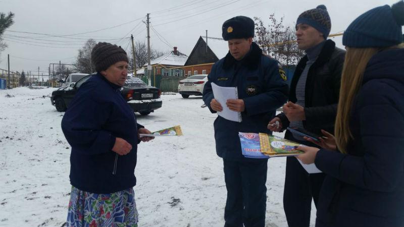 Шахтинские пожарные напоминают горожанам о правилах пожарной безопасности