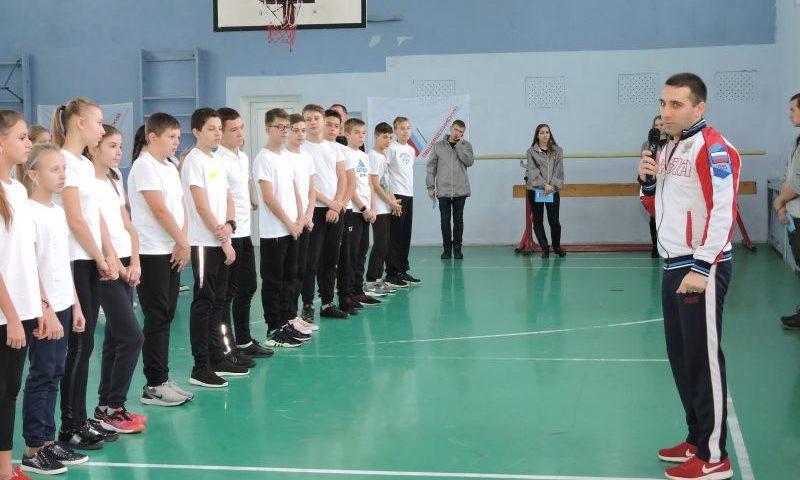 В лицее №6 города Шахты прошла  спортивная акция «Зарядка с чемпионом» (ВИДЕО)