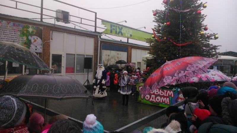 Более 150 шахтинцев приняли участие в открытии новогодней елки в поселке ХБК г.Шахты