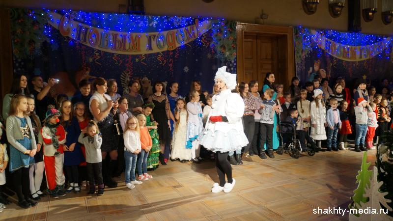 Особенные дети посетили Новогодний праздник в Шахтинском театре