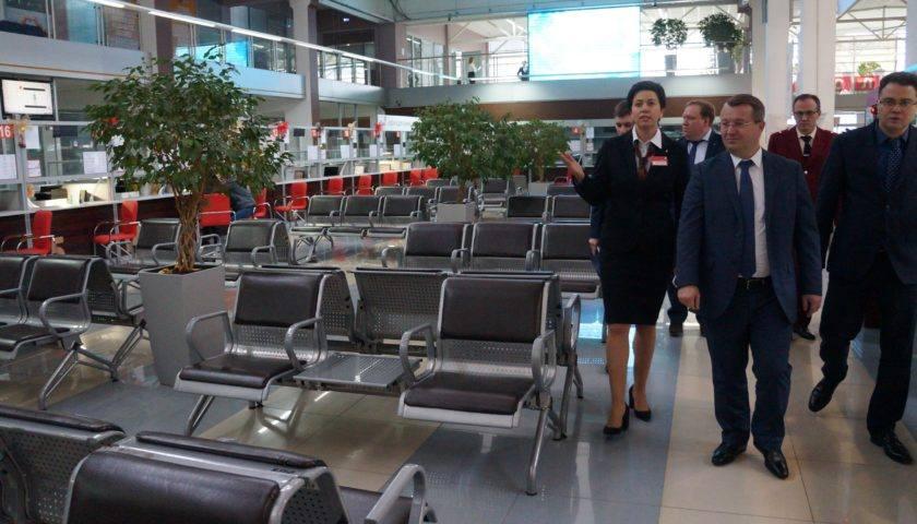 Заместитель губернатора Ростовской области посетил Многофункциональный центр города Шахты