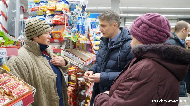 Глава администрации г. Шахты лично проконтролировал, как ведется поставка воды и медикаментов в поселок Аютинский