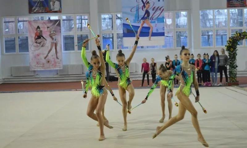 Команда СШ № 5 г. Шахты  стала второй в областных соревнованиях по художественной гимнастике