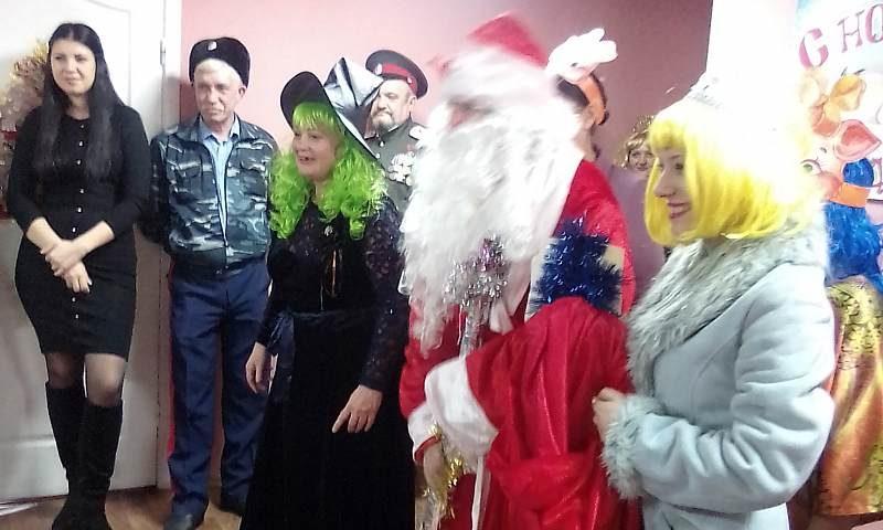 Шахтинские поэты  устроили новогодний праздник в социальном центре помощи бездомным