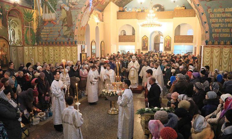 В праздник Крещения Господня епископ Симон совершил Литургию и чин Великого освящения воды в Покровском кафедральном соборе