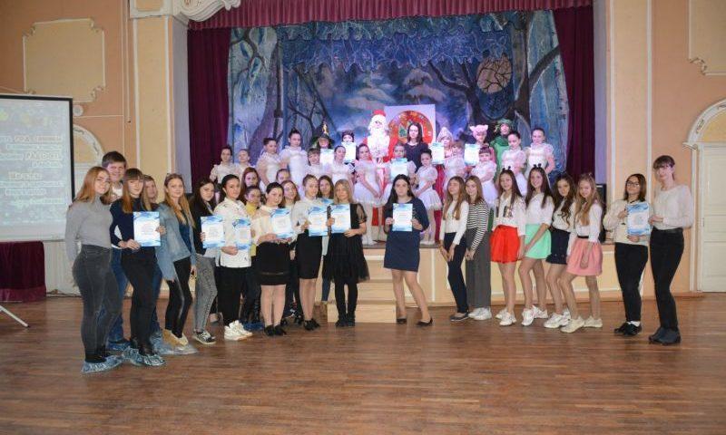 Творческие коллективы ГДДТ г. Шахты подготовили и провели 23 новогодних представления