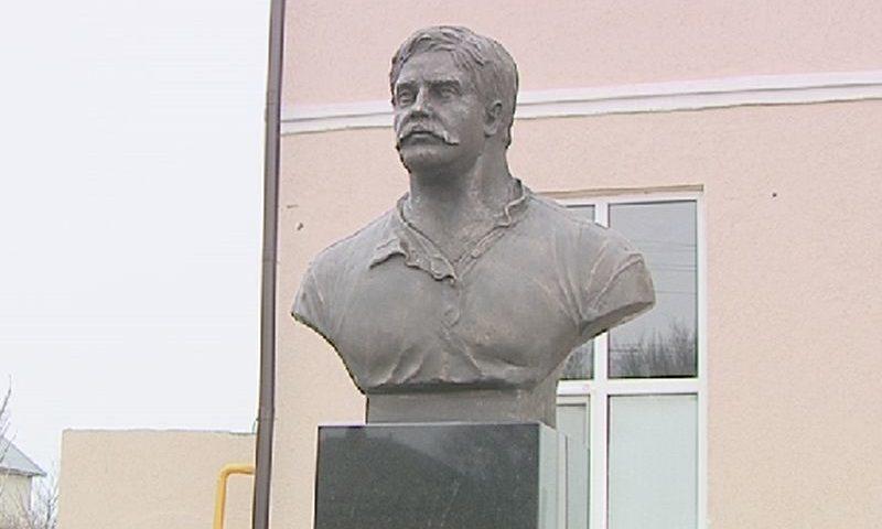 Знаменитому таможеннику России из кинофильма «Белое солнце пустыни» установлен памятник