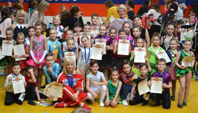 13 медалей завоевали на областных рейтинговых соревнованиях  танцоры Шахтинской федерации акробатического рок-н-ролла