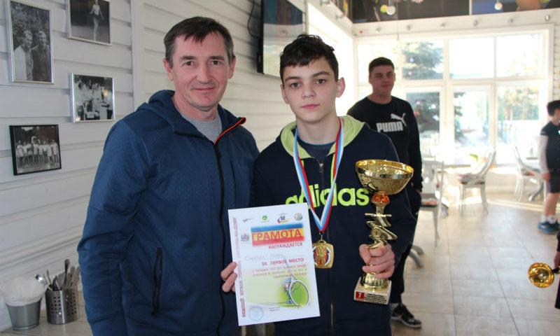 Шахтинский теннисист Марк Смолич победил в турнире среди юношей