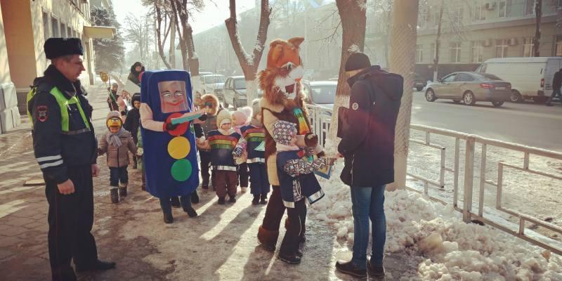 Шахтинская госавтоинспекция провела акцию «Зима прекрасна, когда безопасна»