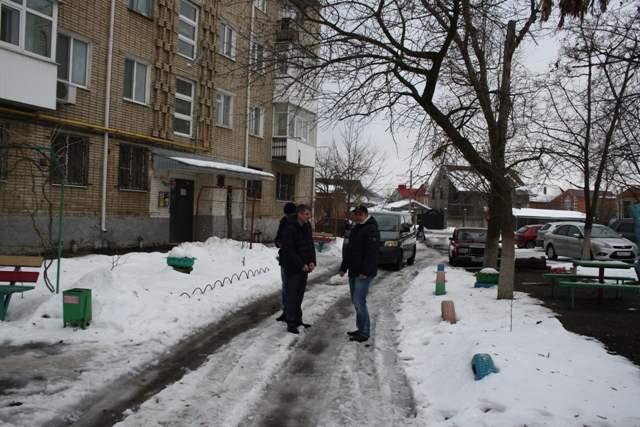Глава администрации г.Шахты Андрей Ковалев потребовал ежедневно и без выходных очищать улицы от снега и наледи