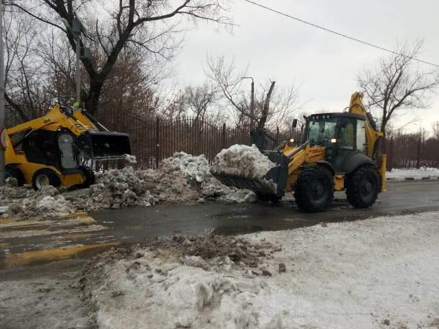 Коммунальные службы г.Шахты продолжили свою работу по очистке территории