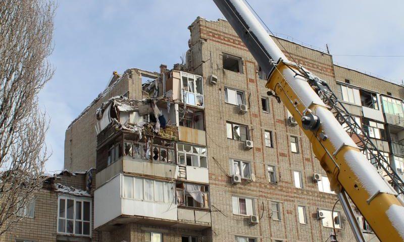 На месте взрыва в доме на улице Хабарова г.Шахты работают следственные органы