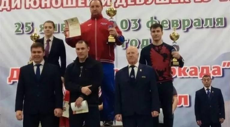 Две серебряные медали первенства России по тяжелой атлетике завоевали шахтинцы