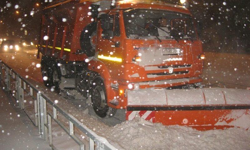 Проводятся работы по расчистке улиц от снега