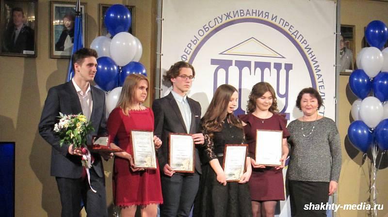В Шахтинском драматическом театре в Татьянин день чествовали лучших студентов ИСОиП (филиала) ДГТУ в г. Шахты