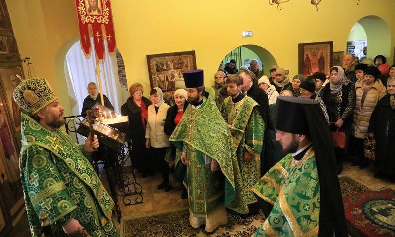 В престольный праздник Преосвященнейший епископ Симон с архипастырским визитом посетил храм святой блаженной Ксении Петербургской г. Шахты
