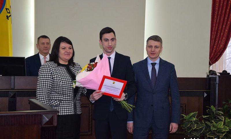 Девяти шахтинским студентам назначены именные стипендии