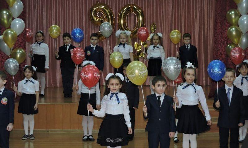 Средняя общеобразовательная школа №32 пос. ГРЭС г.Шахты отметила 90-летний юбилей (ВИДЕО)