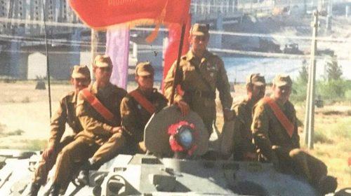 И снятся им рыжие горы Афгана и лица тех, кого уж рядом нет…