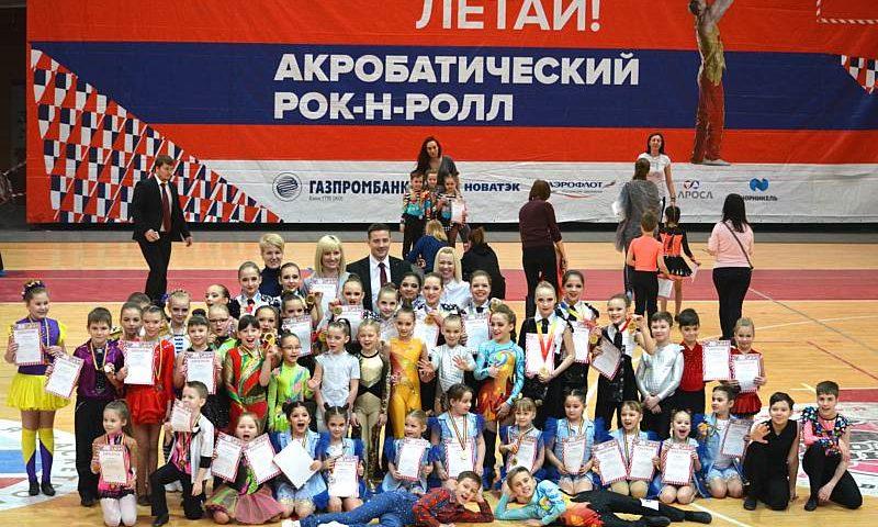 12 медалей завоевали шахтинские спортсмены на чемпионате и первенстве области  по акробатическому рок-н-роллу
