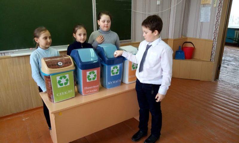 В лицее №26 города Шахты школьники учились сортировать мусор