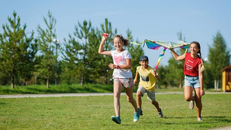 Кто имеет право на предоставление льготной путевки на детский оздоровительный отдых?