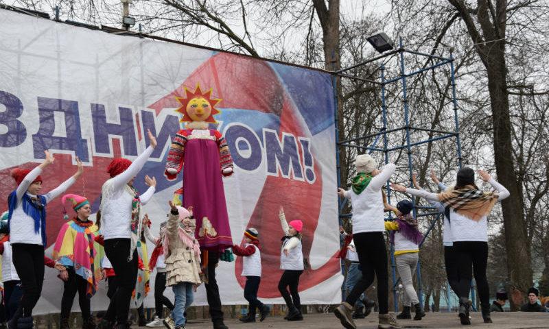 Шахтинцы отпраздновали Масленицу веселыми песнями и танцами