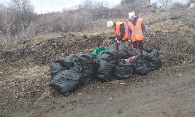 В Шахтах продолжается уборка свалочных очагов