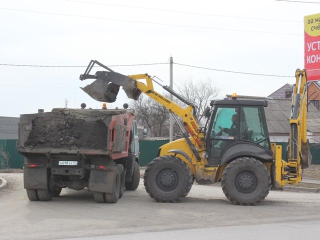 В городе Шахты продолжается весенняя уборка дорог
