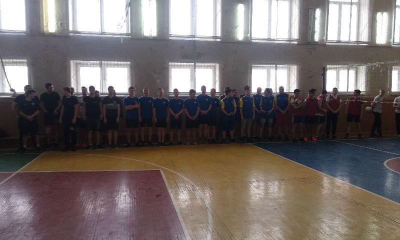 В Шахтах в соревнованиях по волейболу приняли участие десять команд