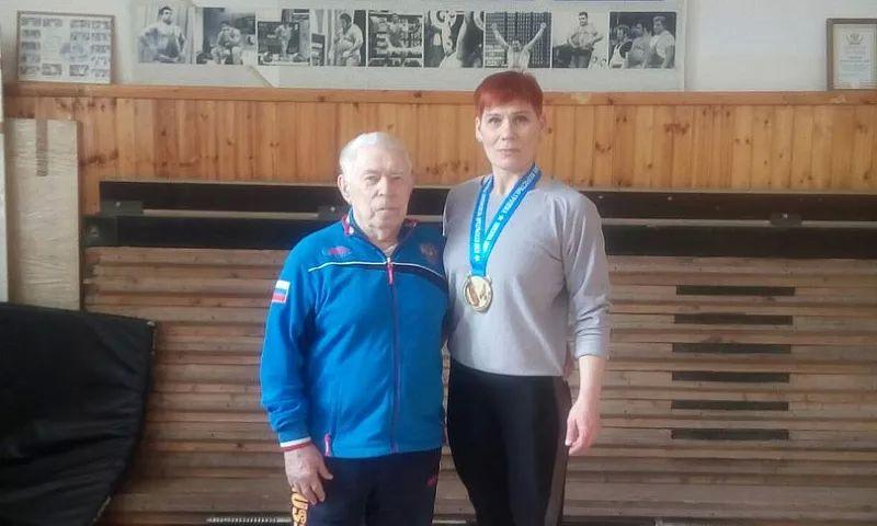 Шахтинка Анжелика Ситникова завоевала первое место на Чемпионате России по тяжелой атлетике среди старших возрастных групп