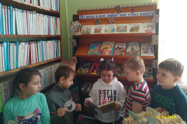 Юнкоры провели опрос: почему школьники не читают литературу летом?