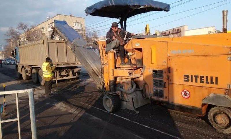 В г. Шахты на переулке Шишкина ведется ямочный ремонт дороги