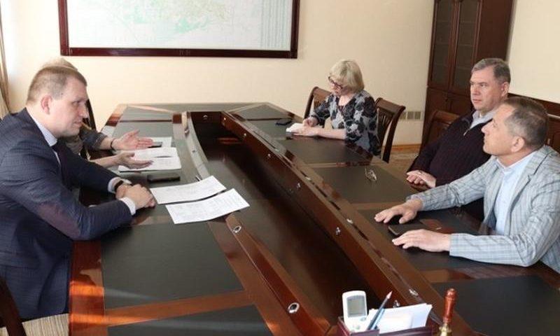 В администрации г.Шахты состоялась рабочая встреча с депутатом Государственной Думы Александром Каминским