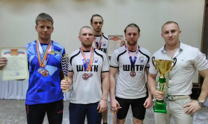 Шахтинская команда гиревиков взяла серебро на областных соревнованиях