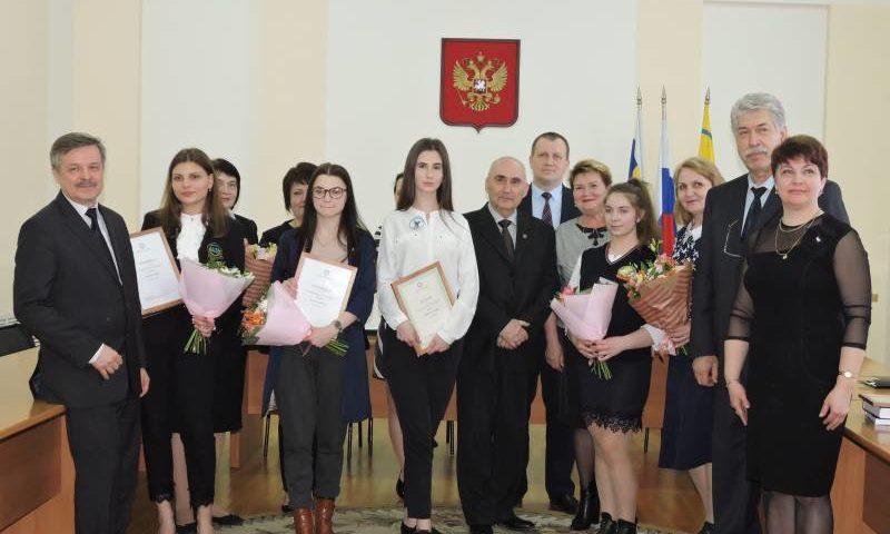 С представителями архивной службы Ростовской области встретились шахтинские школьники