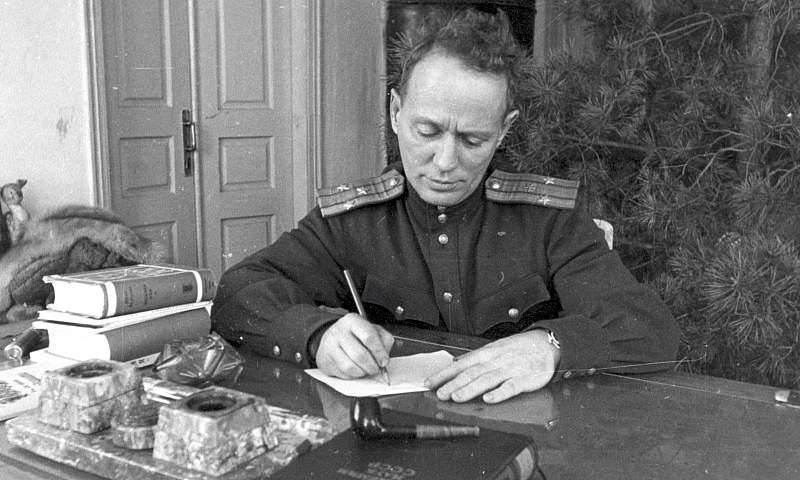 Военный корреспондент Михаил Шолохов
