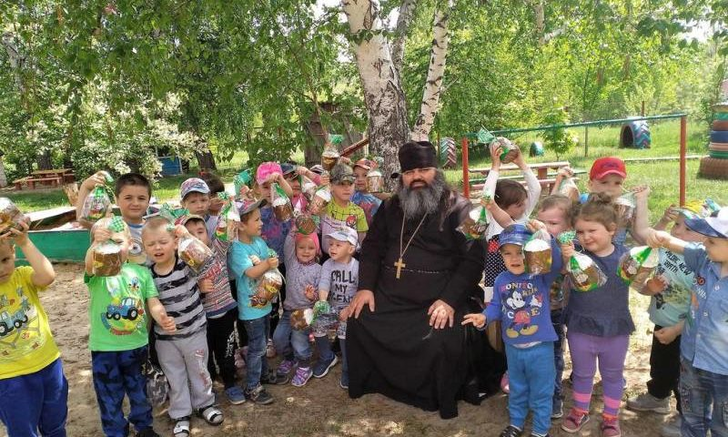 Иерей Александр Туховский встретился с  обучающимися школы и детского сада Верхнедонского благочиния