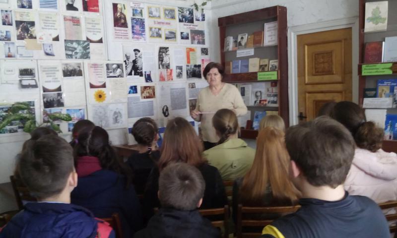 Читательская конференция «Сила духа русской женщины» прошла в библиотеке им. В.А.Закруткина