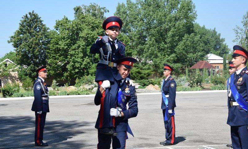 Губернатор Ростовской области поздравил выпускников Шахтинского кадетского корпуса