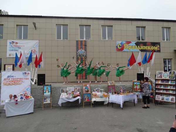 1 мая на площади перед клубом Красина прошел праздничный концерт