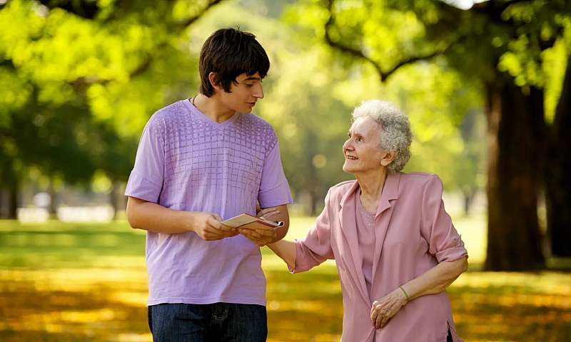 Поддержка людей старшего поколения